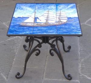 Tavolino in ceramica e ferro