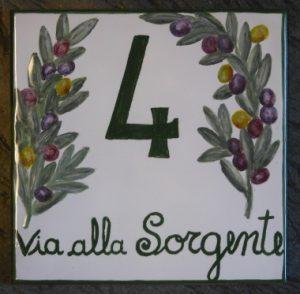 Numero civico con ulivi, handmade in italy