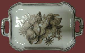 Vassoio in maiolica decoro color seppia