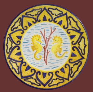 Piatto in ceramica marino, con ippocampi
