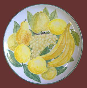 Piatto con frutta dipinta