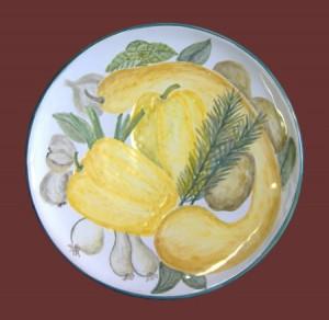 piatto dipinto con ortaggi
