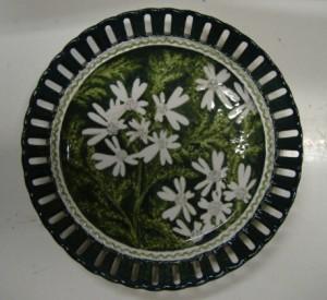 piatto traforato fiori bianchi