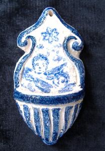 piccola acquasantiera in ceramica