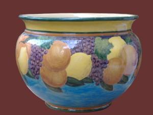 grande vaso con frutta dipinta