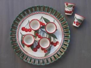 servizio per liquore in ceramica con cigliegie