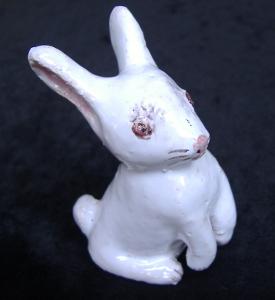 coniglietto bianco in ceramica