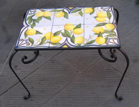Tavoli In Maiolica Da Giardino.Tavoli Da Giardino Arredi Ferro Ceramica Cartelli Ceramica