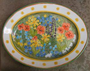 Piatto ovale con fiori di montagna dipinto a mano