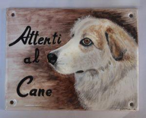 Cane da guardia dipinto su piastrella