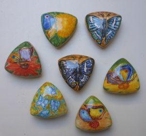 Scatoline in ceramica dipinte a mano con farfalle