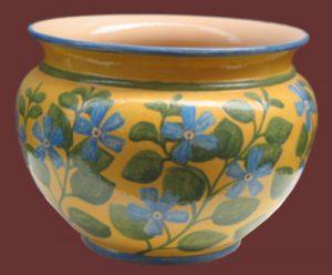 Porta-vaso giallo con pervinca, handmade