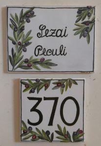 Numeri Civici In Ceramica.Piastrelle E Targhe Ceramica Lustig