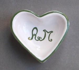 cuore contenitore in ceramica con iniziali