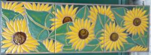 pannello di piastrelle con girasoli dipinti a mano