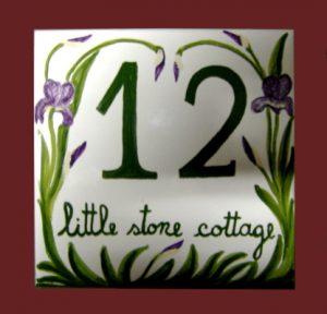 Numero civico personalizzato con Iris dipinti a mano