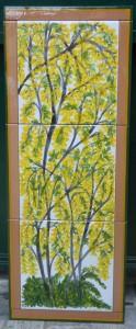 quadro di piastrelle con maggiociondolo in fiore