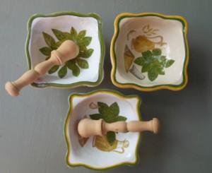 mortai in ceramica con pestello in legno