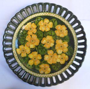 Piatto da tavola festiva dipinto a mano con fiori di campo