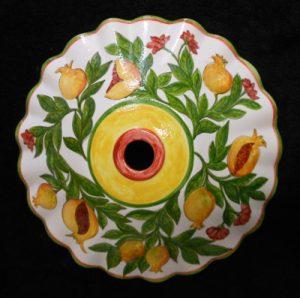 Piatto portalampada dipinto a mano con melograni