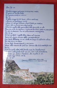 Piastrella dipinta a mano con poesia e illustrazione