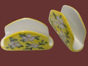 Portatovaglioli in ceramica dipinti a mano