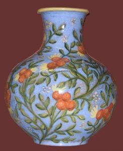 Vaso azzurro in ceramica decoro vegetale