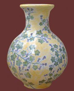 Vaso in Maiolica,  giallo con decoro vegetale