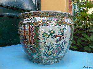 Vaso in porcellana multicolore con oro