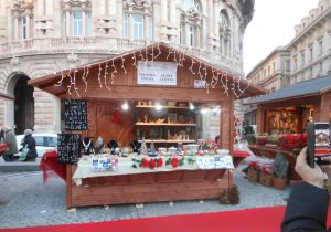 Mercatino di Natale con prodotti artigianali tipici