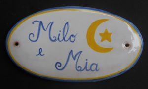 Targhetta ovale con nomi in ceramica