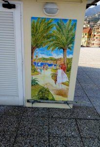 Composizione di piastrelle dipinte a mano