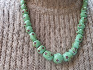 collana di perle in ceramica