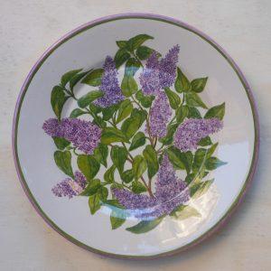 lillà dipinti su piatto