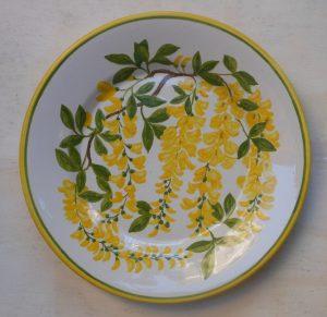 piatto dipinto con maggio ciondolo