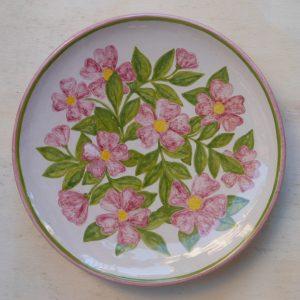 piatto in ceramica con rosa canina