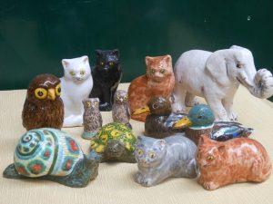 Piccoli animali in ceramica fatti a mano