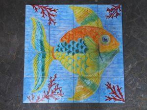 Grande pesce dipinto su piastrelle
