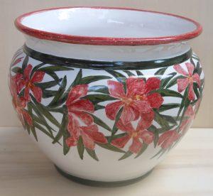 Vaso con fiori di oleandro