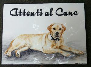 Cane Golden dipinto su piastrella