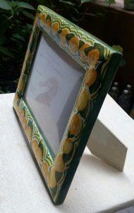 Cornice portafoto in ceramica dipinta a mano