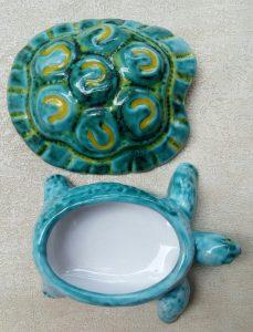 Tartaruga apribile in ceramica fatta a mano