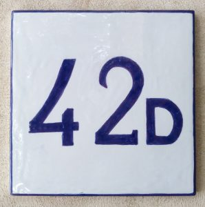Numero civico blu semplice