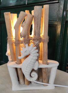 Lampada ceramica e legni di mare