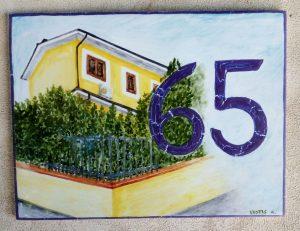 La tua casa con il numero dipinta a mano