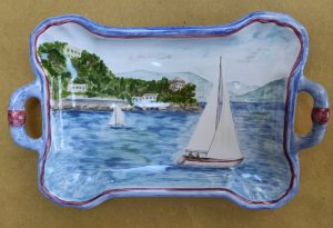 Vassoio in ceramica dipinto a mano