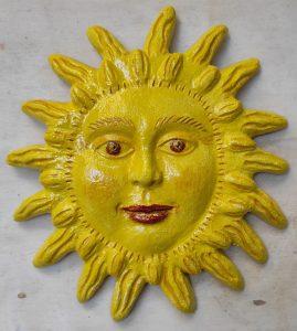 Sole in rilievo, ceramica made in Italy
