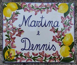 Piastrella con limoni e nomi dipinta a mano