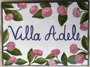 Ceramica per ingresso di villa co fiori