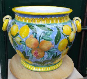 Vaso con melograni e limoni porta pianta